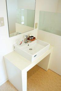 洗面カウンター 鏡