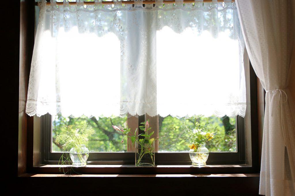窓は相対させる