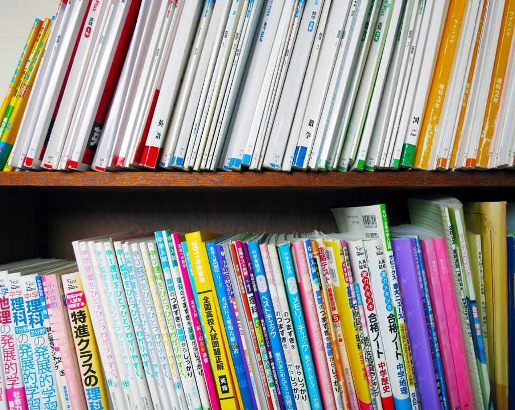 造りつけの本棚