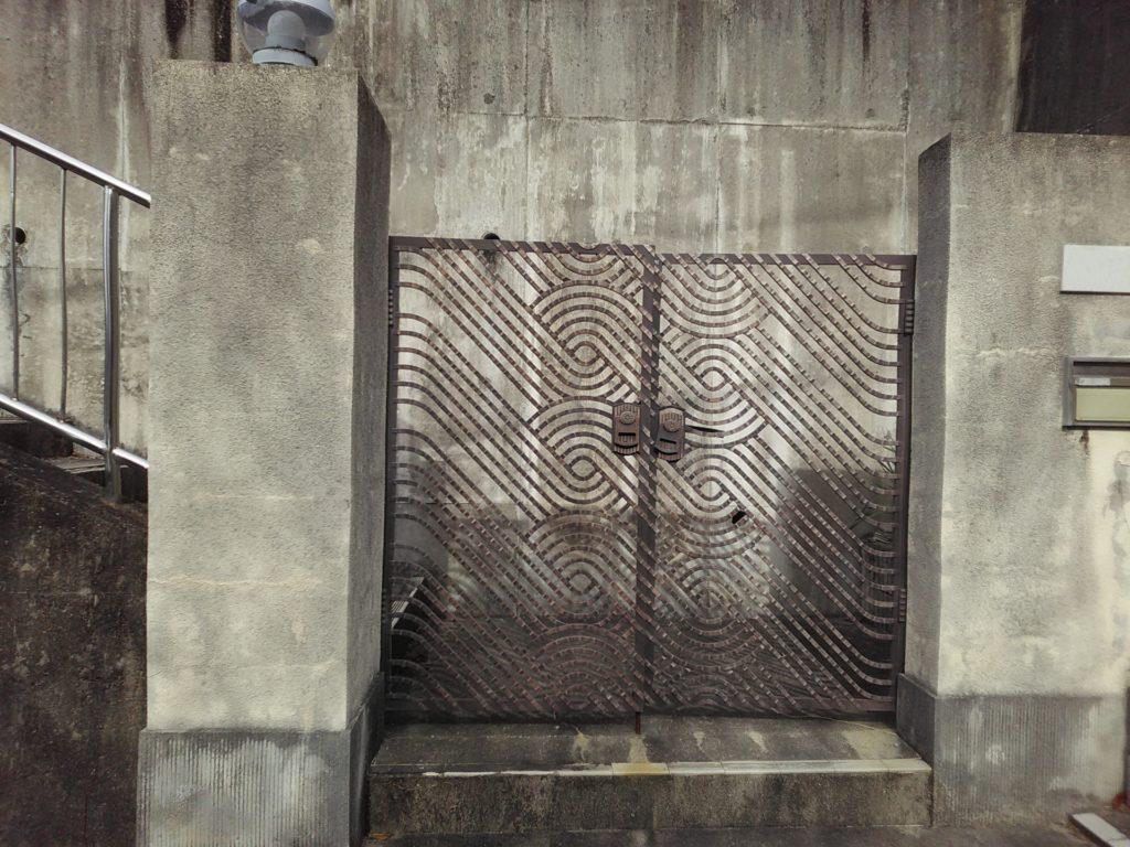コンクリート門扉