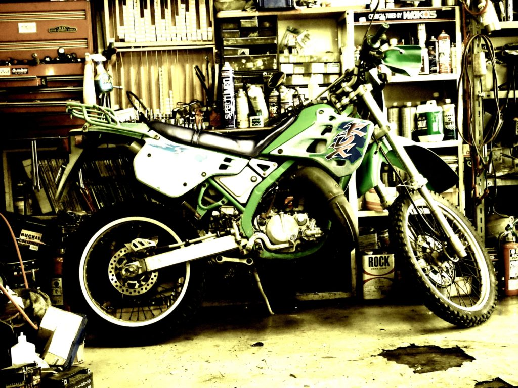 ビルトインガレージ バイク整備